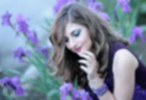 girl_mov_flowers_iris_blonde_beauty_natu