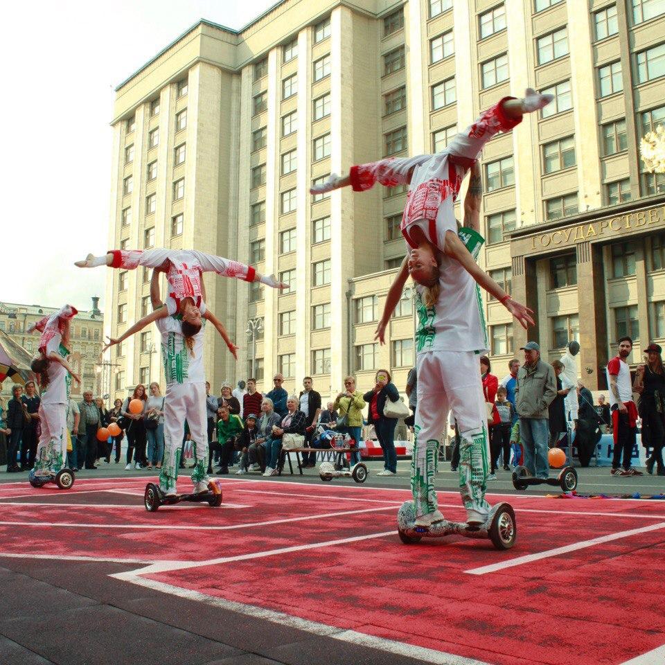 Акробатическое шоу на гироскутерах