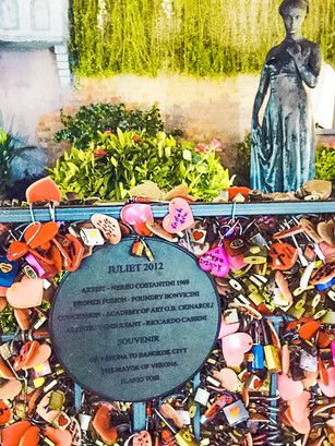Asiatique, Statue of Juliete