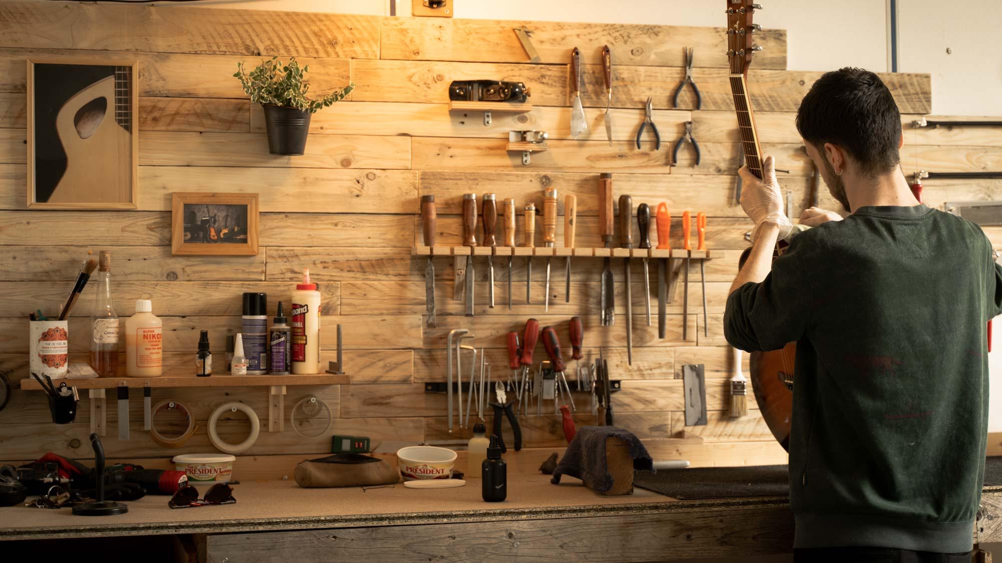 Luthier-guitare-réparation-reglage-toulouse-lutherie-j.melis-artisan
