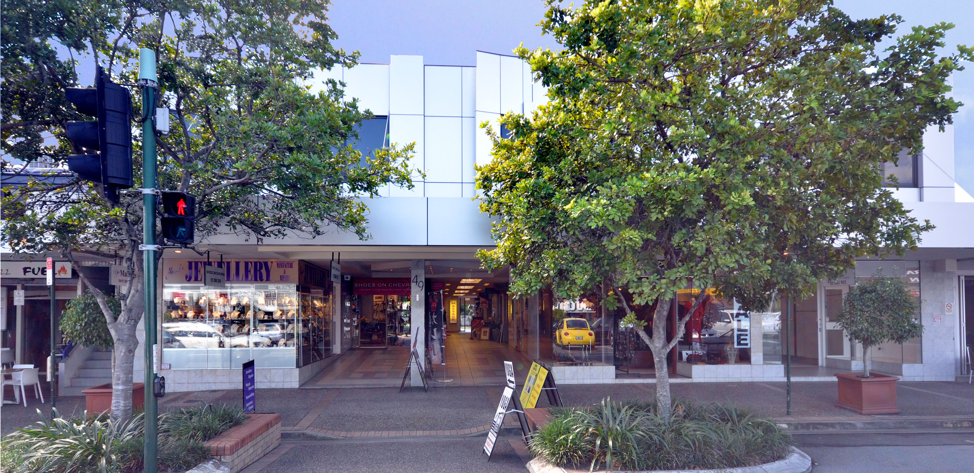 Thomas Drive Front of Shops.jpg
