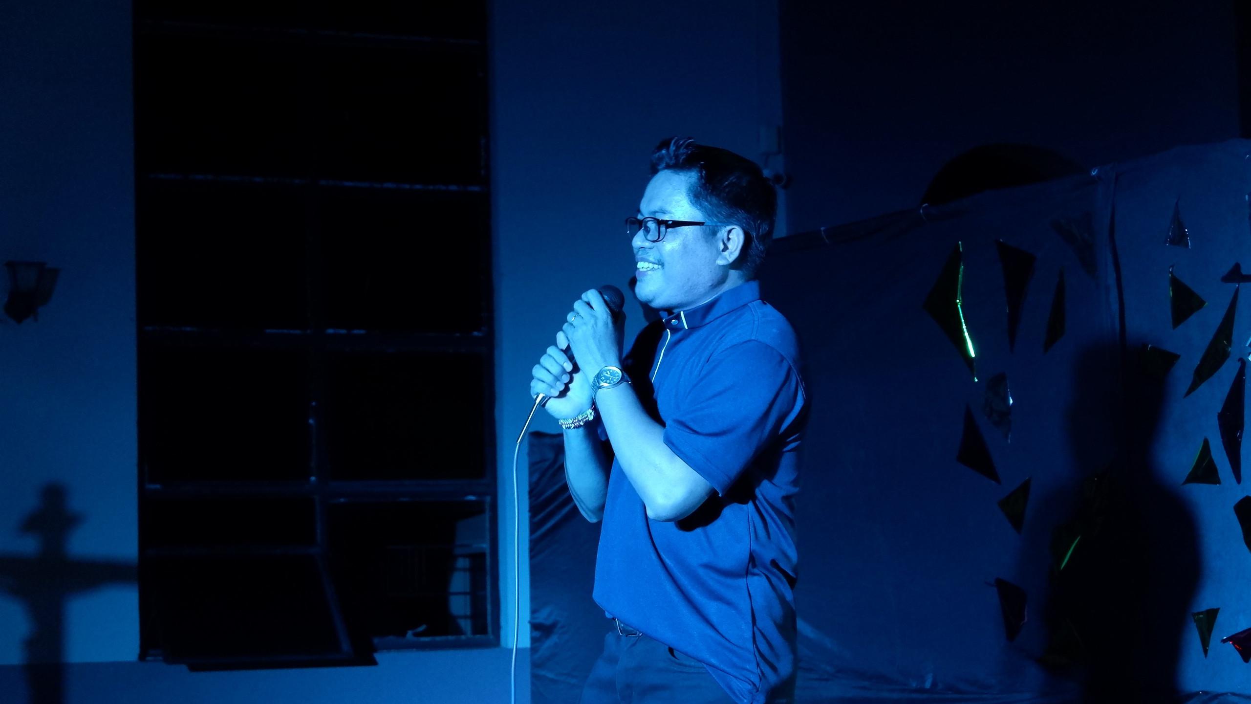 Fr. Rey Singing