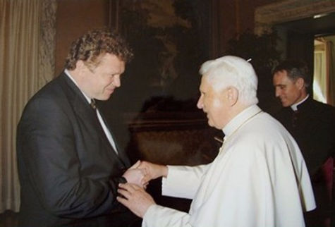 Portrait artist Igor Babailov and His Holiness Pope Benedict XVI