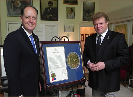 Senator Jack Johnson presents the TN Senate Award to portrait artist Igor Babailov