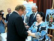 Е.И.В. Великая Княгиня Мария Владимировна награждает И. Бабайлова Орденом Св. Анны III-й степени.