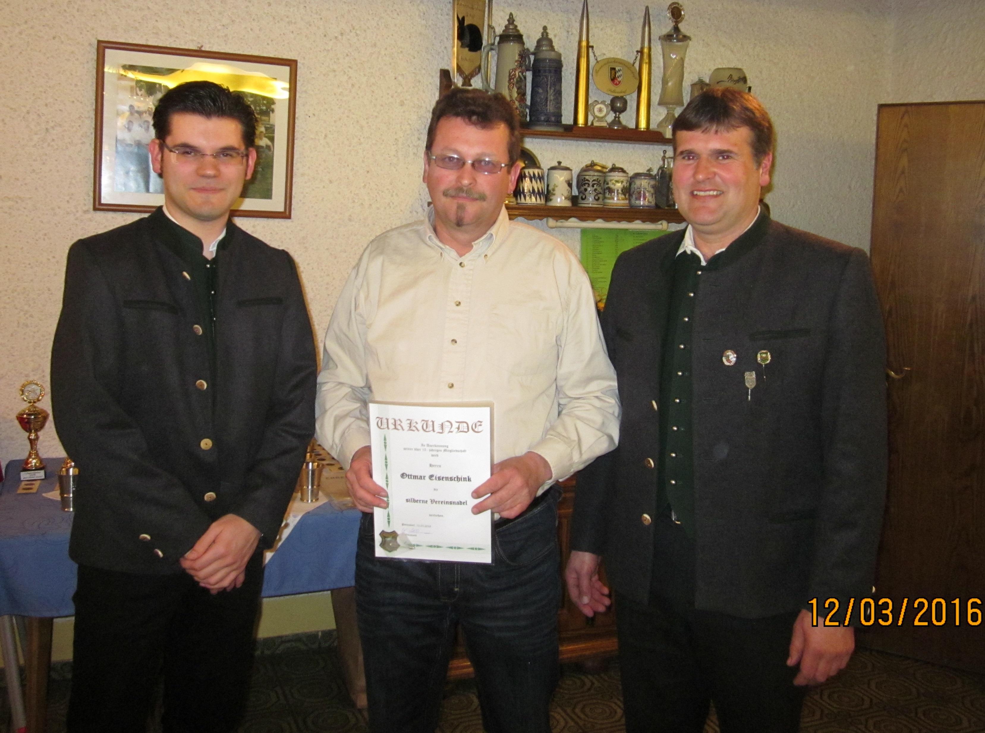geehrt_für_15_Jahre_Mitgliedschaft_bei_Jägerheim_Pettendorf-Ottmar_Eisenschink