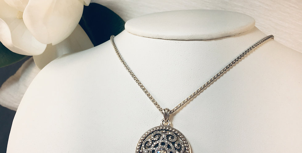 Illumina Necklace