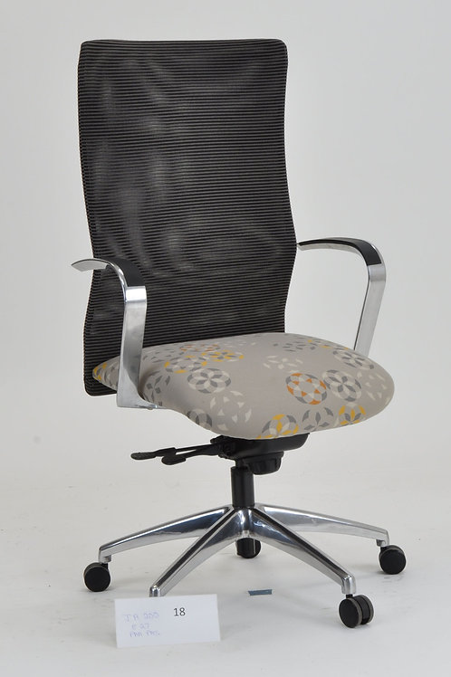 Deluxe Jay Swivel Chair