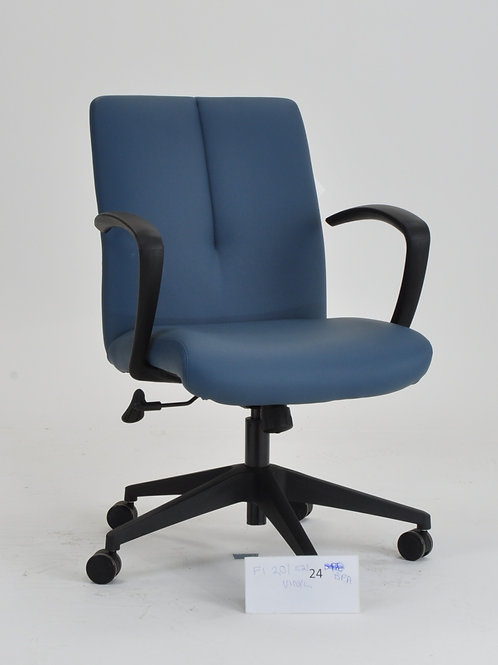 Fit chair in blue