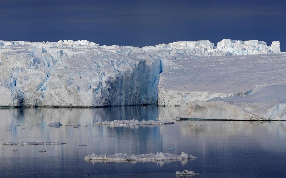 Glacier reflet bleu  et Adelie .jpg