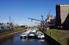 Barge traffic.jpg
