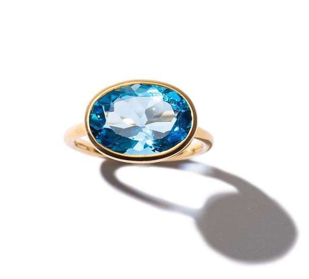 The Taji ring (Swiss blue Topaz)