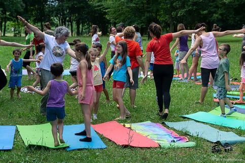 Yoga-in-fiore-famiglie-6.jpg