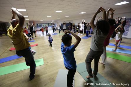 Yoga-in-fiore-famiglie-12.jpg