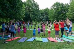 Yoga-in-fiore-famiglie-5.jpg