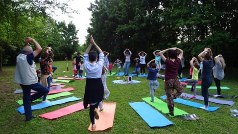 Yoga-in-fiore-famiglie-14.JPG