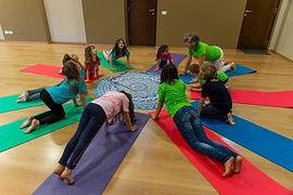 asana-yoga-in-fiore.jpg
