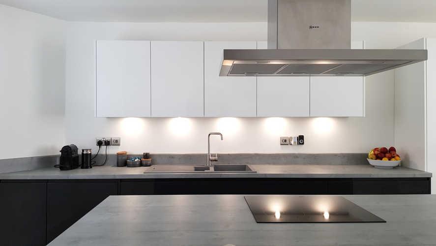 Gloss white & graphite kitchen