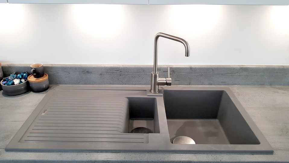 Brushed steel tap with purquartz sink