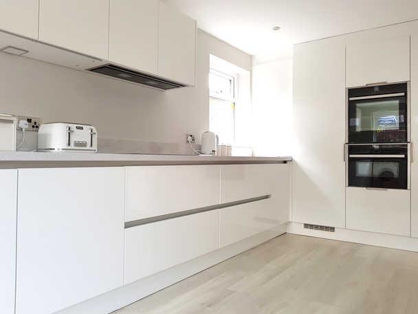 White gloss handle less kitchen