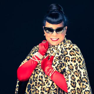 commercial-branding-portrait-photography-lifestyle-writer-inspiration-lepard-fur-cape-sun-glasses-smiling.jpg