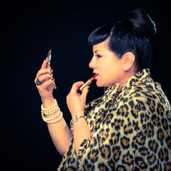 commercial-branding-portrait-photography-lifestyle-writer-inspiration-lepard-fur-cape-lipstick-mirror.jpg