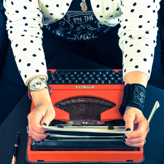 commercial-branding-photography-lifestyle-writer-vintage-typewriter-orange-polka-dots.jpg