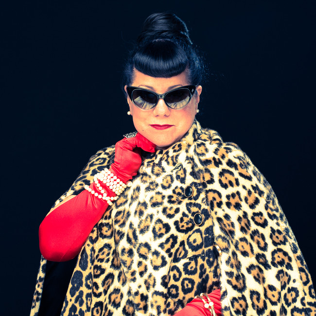commercial-branding-portrait-glamor-photography-lifestyle-writer-inspiration-lepard-fur-cape-sun-glasses-mischievous.jpg