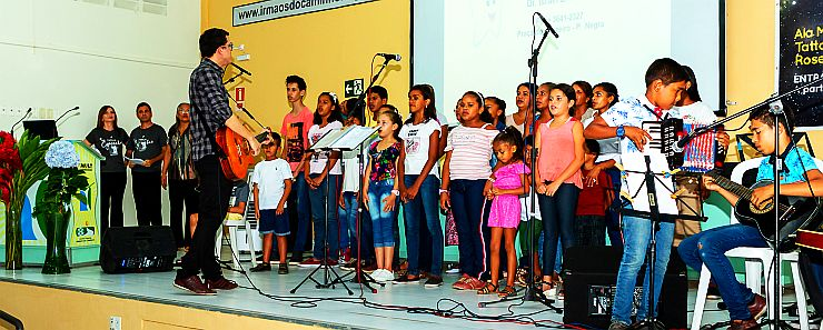 Coral LUZ DIVINA canta na Semesp