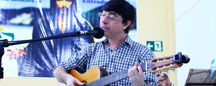 RÔMULO canta na ABERTURA da Semesp