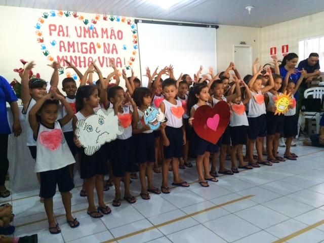 Crianças comemoram o Dia dos Pais
