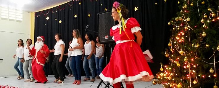 MÃES se apresentam na FESTA de Natal
