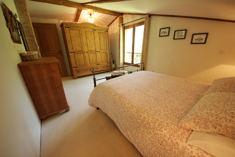UPSTAIRS FOREST VIEW BEDROOM.JPG
