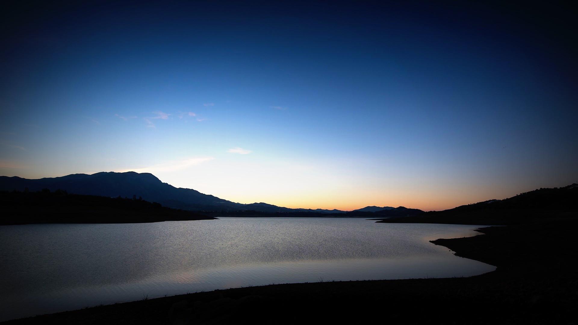 andalusia-costa-del-sol-lake-vinuela-daw
