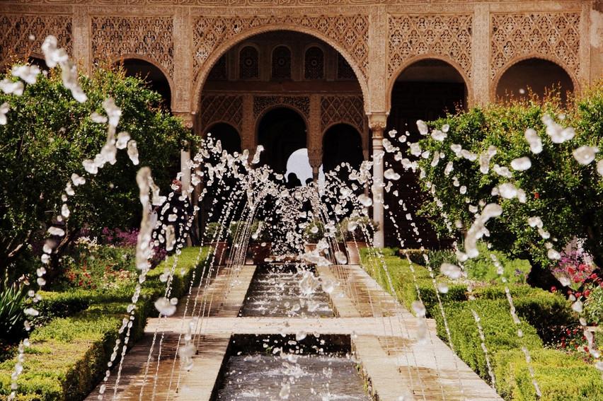 andalusia-alhambra-granada-arches-founta