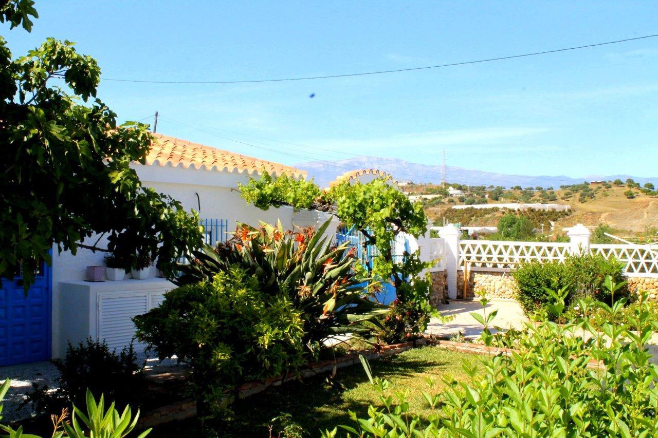 cortijo-molino-almayate-16-garden-views.