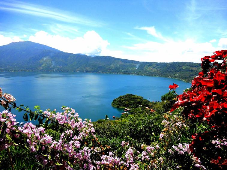 andalusia-costa-del-sol-lake-vinuela-sun