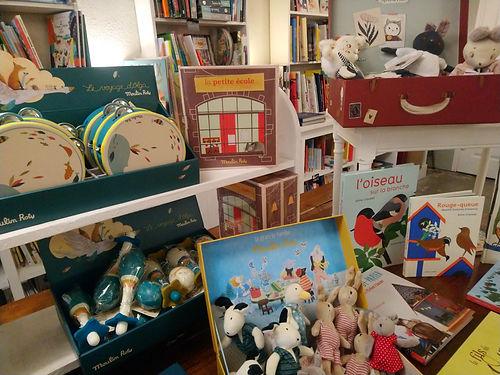 livres et jouets.JPG