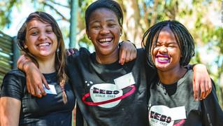 Duas adolescentes Sul Africanas estão a construir o primeiro satélite privado a ser lançado em Áfric