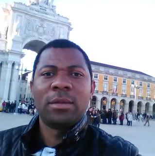 Angolano José Tchamba recebe prémio sobre investigação florestal usando SIG e   Detenção Remota