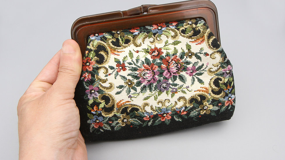 Tapestry Purse with Plastic Frame Kiss Lock