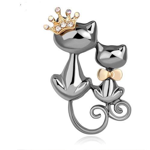 Koning kat met de kittenbroche