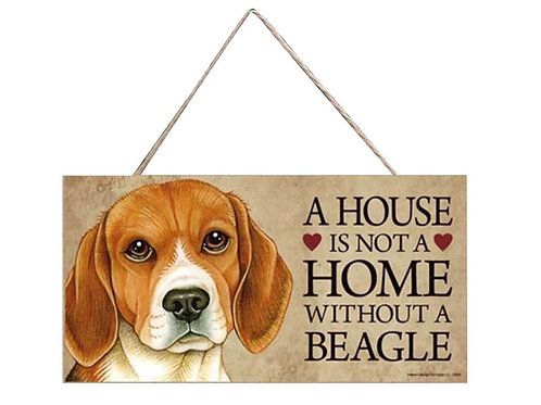 Houten hangbordje 'A house is not a home without a Beagle'