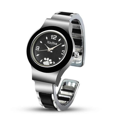 Horloge met hond poot print