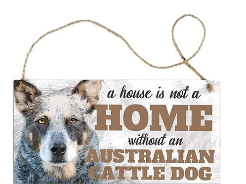 Houten hangbordje 'A house is not a home without a Australian Cattle Dog'