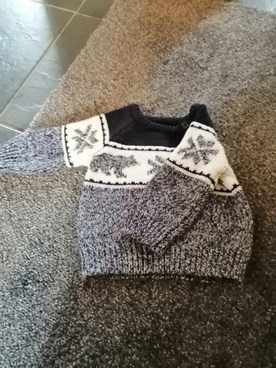 Lovely thick winter jumper 3_6m