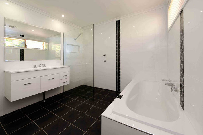 bathroom-renovations-canberra-evatt-bath