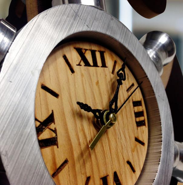 Reloj madera detalle