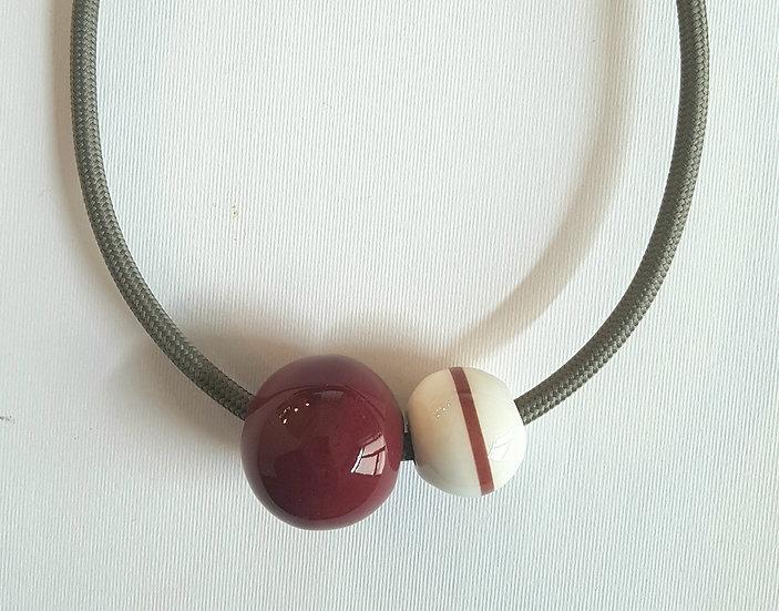 Collana Equatore, rubino e bianco, decalcomania, cavo nero.elettrico