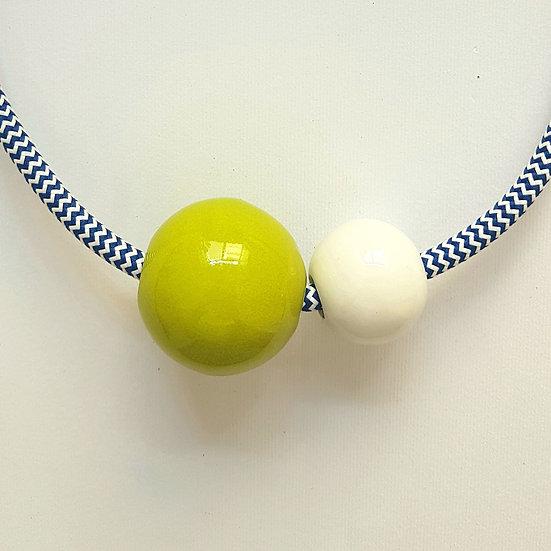 Collana in ceramica Due Sfere, Lime e Bianco, cavo elettrico